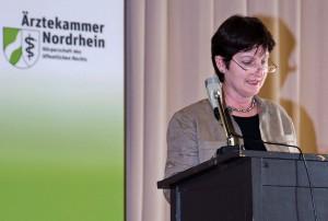 OStR Annette Rybarski spricht in Vertretung der Bildungsgangleiterin
