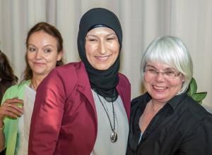 vl.n.r.: Dr. Claudia Furtenhofer, Schülerin, OStR. Regina Hahn-Stroba