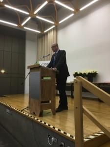 Auch Herr Oberstudiendirektor Stach sprach zu den Prüflingen.