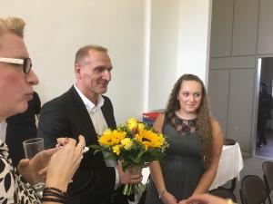Auch die Klassenlehrer bekommen Blumen!